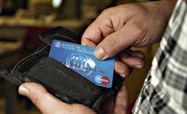 Después de 5 años, eliminan la devolución del 5% del IVA para compras con tarjeta de débito