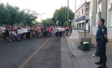 Más de 200 vecinos marcharon por justicia en Trenque Lauquen