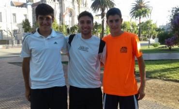 Tres de los juveniles que realizan la pretemporada de Padel en Bolívar, exclusivos en FM10
