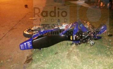 Grave accidente en Barrio Melitona, un motociclista hospitalizado