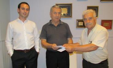 Se hizo entrega del redondeo solidario al abuelo de Bautista García Varenna