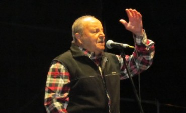 Naldo Alfano y sus versos llegaron al público festivalero
