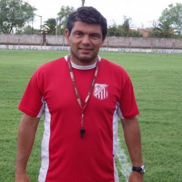 Antes de la apertura de la Liga Pehuajense, los DT de los clubes dialogaron en exclusiva por FM10: EMPLEADOS DE COMERCIO - LUCIANO VILLARREAL