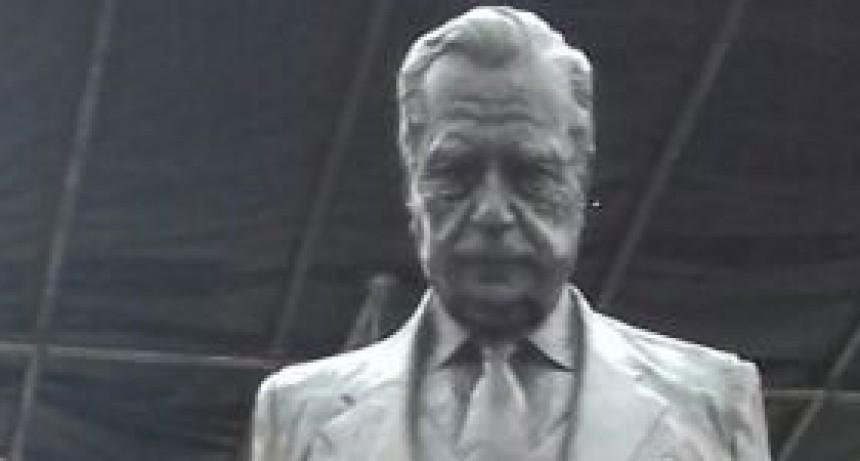 Integrantes del Comité UCR Bolívar participaron de la inauguración del monumento a Alfonsín