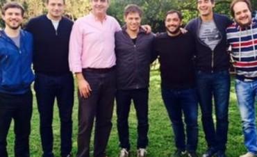 Bucca y sus pares de Los Oktubres, se juntaron a comer un asado con el Ministro de Economía, Axel Kicillof, como invitado especial