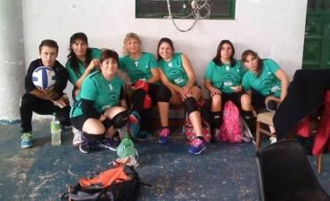 Con esfuerzo y trabajo se va consolidando el equipo de Adultas de Voley del Club Ciudad de Bolívar