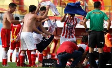Falleció un jugador de Atlético Paraná tras una descompensación cardíaca en pleno partido