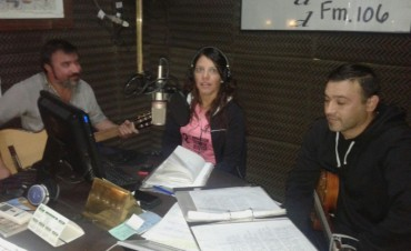 El grupo folclórico Arrieros visitó los estudios de FM10
