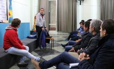 El pasado viernes el DT de la Selección de Atletismo PC brindó charlas motivadoras para jóvenes