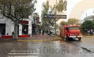 Bomberos Voluntarios acudió al llamado de los vecinos de avenida San Martín al 200