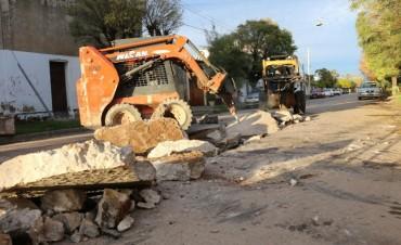 Se está reparando un conducto pluvial en la calle Olavarría