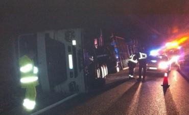 Volcó un camión en la ruta 65 a la altura de Santos Unzué