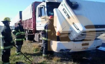Principio de incendio un camión en la ruta Provincial 65