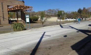 La avenida blanca: Un incidente de tránsito terminó con un derrame de cal