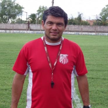 Luciano Villarreal: 'Si sacamos 15 puntos en la segunda rueda clasificamos al Petit'
