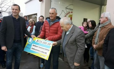 EN EL DÍA DEL BOMBERO VOLUNTARIO: El intendente Bucca entregó un fondo municipal de $175 mil
