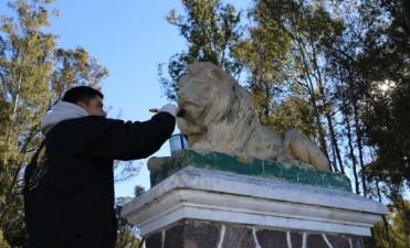 PUESTA EN VALOR DE MONUMENTOS: El indio y el león del Parque Las Acollaradas recobran vida