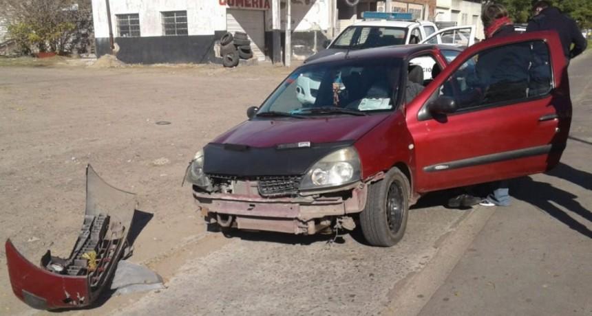 Accidente en Avenida Mariano Unzué: Una motociclista fue hospitalizada