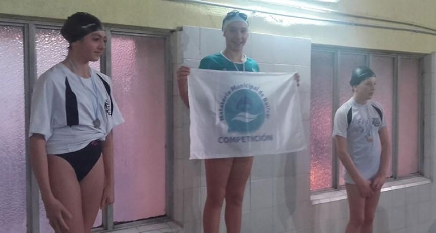Nadadores de la pileta municipal compitieron en Bahía Blanca