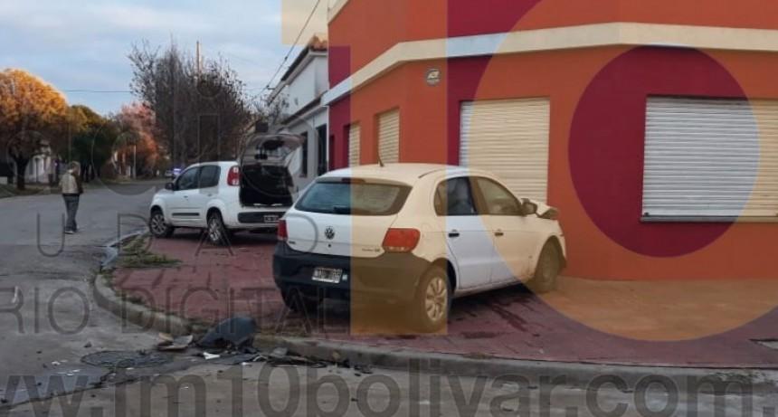 Espectacular impacto sin heridos en Moreno y Santos Plaza