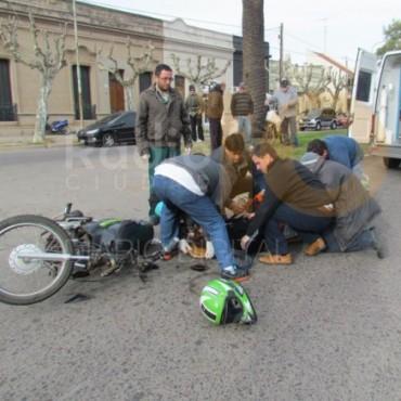 Dos motociclistas hospitalizados