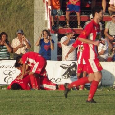 Empleados goleó, y a Independiente le empataron sobre el final