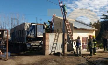Incendio en una vivienda de Bº Pompeya: una persona hospitalizada