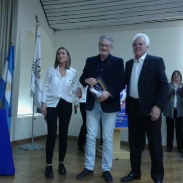 Por representarnos como comunidad, el Dr. Adrian Lamarque fue reconocido en los Méritos 2017
