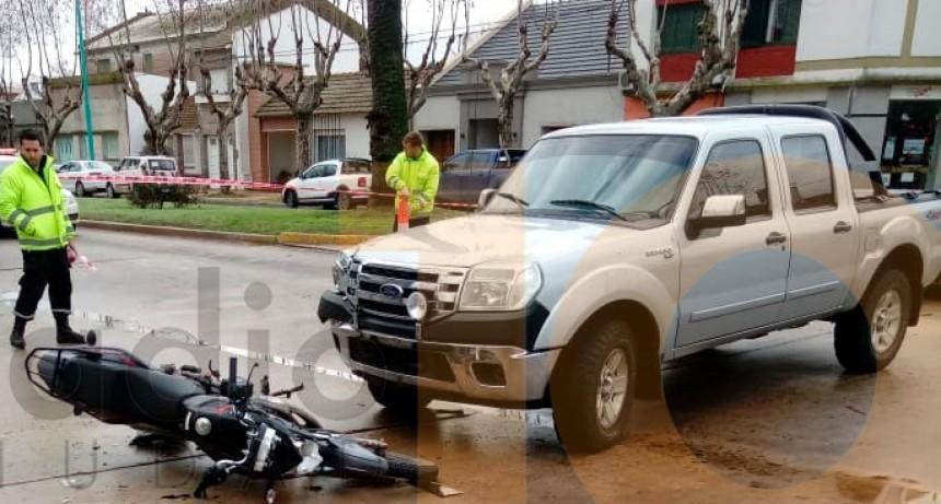 Accidente en avenida San Martín y Viamonte: Un joven motociclista fue trasladado al hospital