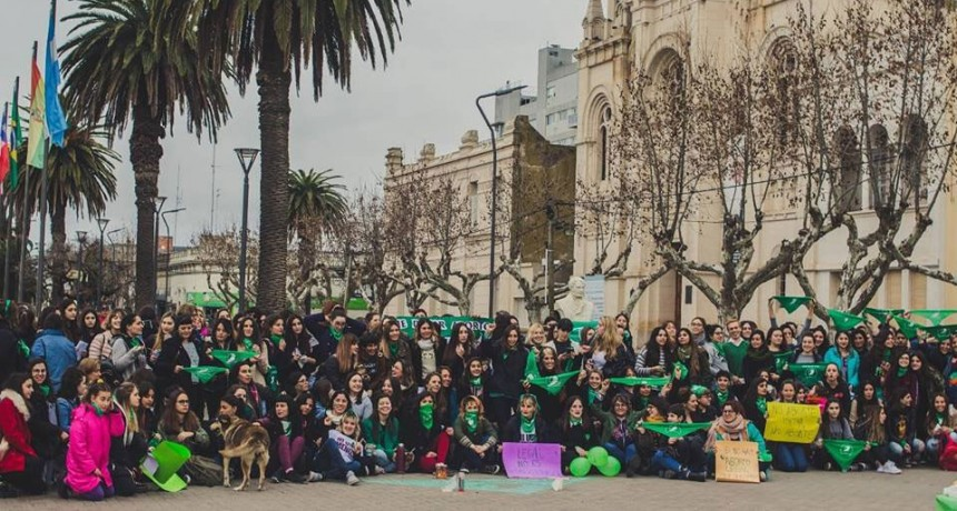 Informe Oficial; Colectivo Ni Una Menos: Las calles de Bolívar se pintaron de verde