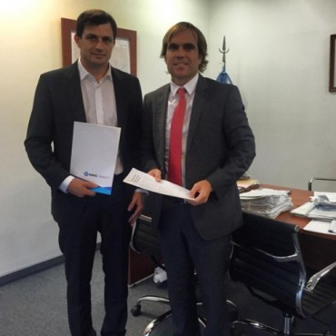 Bali Bucca firmó un convenio por una inversión de más de un millón de pesos en el Aeródromo