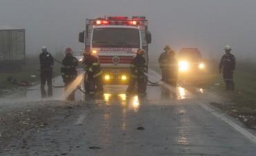 A pesar del esfuerzo del personal médico, el joven camionero que conducía el Fiat Iveco, falleció en el hospital