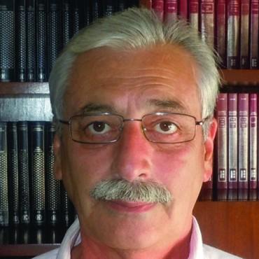 En Día del Lector, el escritor Néstor Durigón fue entrevistado en FM 10