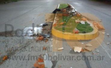 Destrucción del monumento del Dr. Santiago Benito Gandola