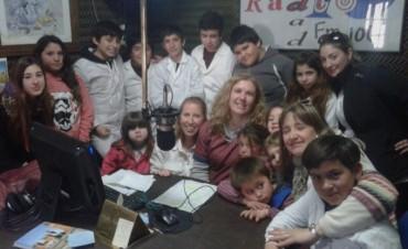 Los niños de la Escuela Nº14 y el JIRIMM Nº406, visitaron la radio