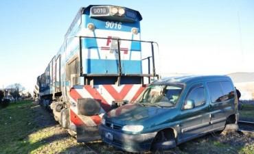 Olavarría: Un tren de cargas chocó a una camioneta