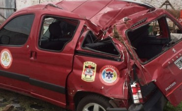 Dos Instructores de la Federación Bonaerense de Bomberos, sufrieron un accidente