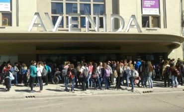 Cientos de estudiantes vieron el film Kamchatka en el Avenida
