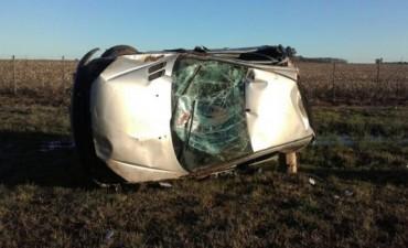Un automóvil volcó en la Ruta Nacional 5 cerca de Nueve de Julio