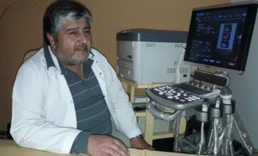 Hugo Navarro se jubiló de su cargo en el Hospital 'Capredoni'