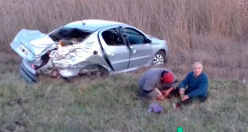 Accidente en Ruta 205 km 315: Auto y camión involucrados; los ocupantes del auto fueron traslados al hospital local