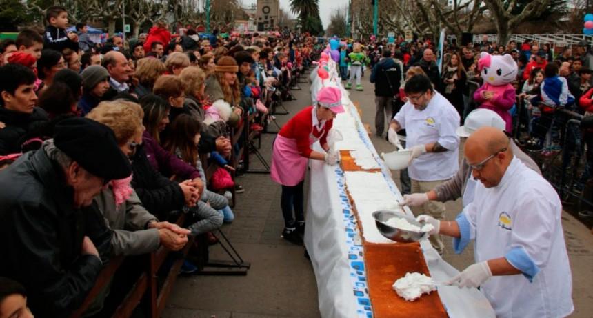 Celebraron y festejaron el Día del Niño con una torta que ya es record