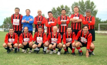 Urdampilleta y Empleados lideran el Fútbol Senior