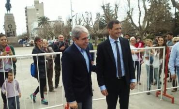 """Aníbal Fernández: """"Me ponen muy feliz los intendentes que se ponen al hombro su pueblo"""""""