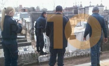 Robaron la placa del poeta Luis Mallol, en la tumba ubicada en el Cementerio local