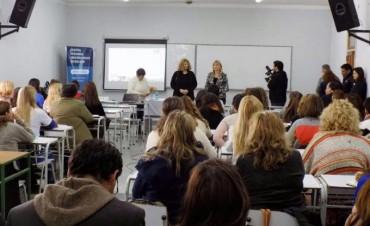 La magister Claudia Bracchi brindó una capacitación para docentes bolivarenses