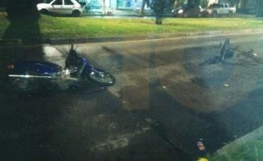 Impacto moto y bici; una mujer hospitlizada