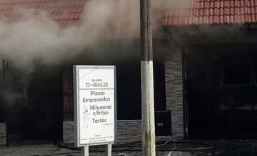 Incendió intencionalmente su casa, y murió por inhalación de monóxido de carbono