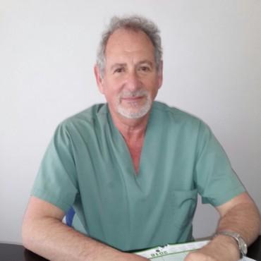 El Dr. Brosky, con un indiscutible profesionalismo, instalado en Bolívar