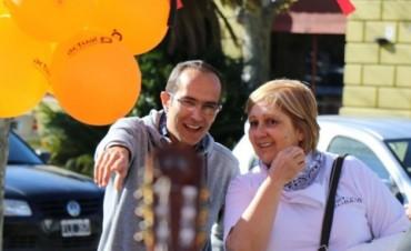 Luis Mariano y Fernanda Colombo participaron de la jornada recreativa de 'Uniendo Sonrisas'